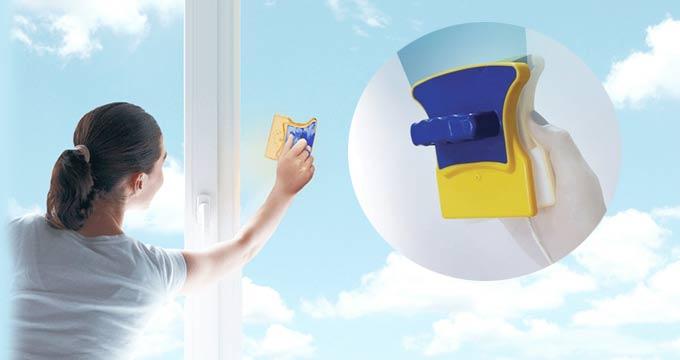 Как пользоваться магнитной щеткой для окон